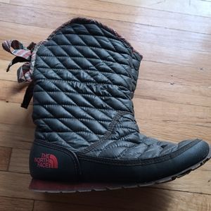 The north face dark green boots